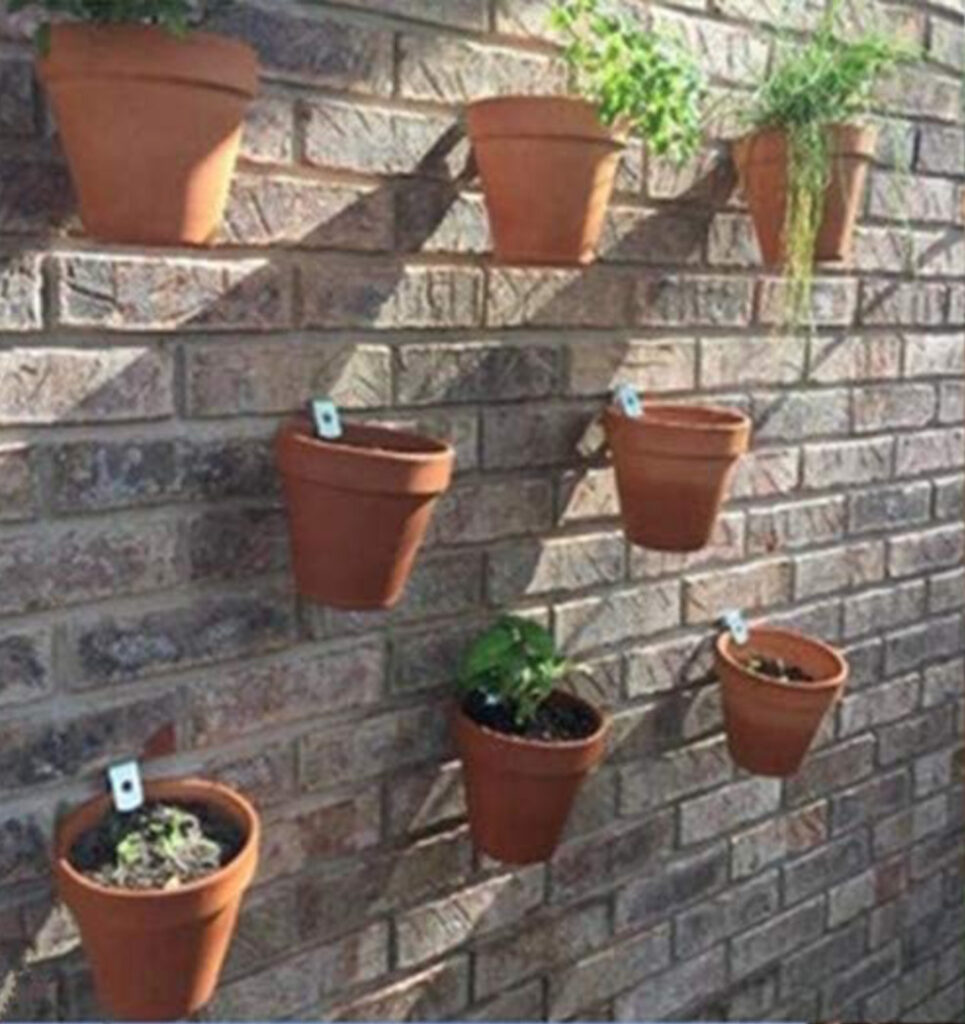 Terracotta flower pot clips:How To Hang Tuscan Inspired Terracotta Flower Pots