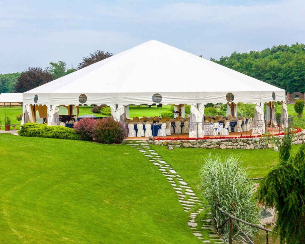 Wedding tent:outdoor wedding ideas