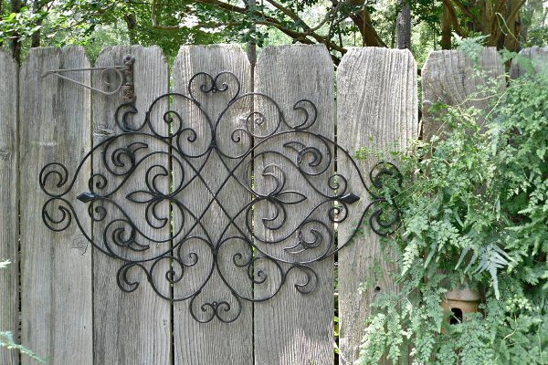 A LITTLE SEDONA IN YOUR YARD: WALL PLANTER