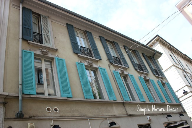 turquoise shutters in Como italy