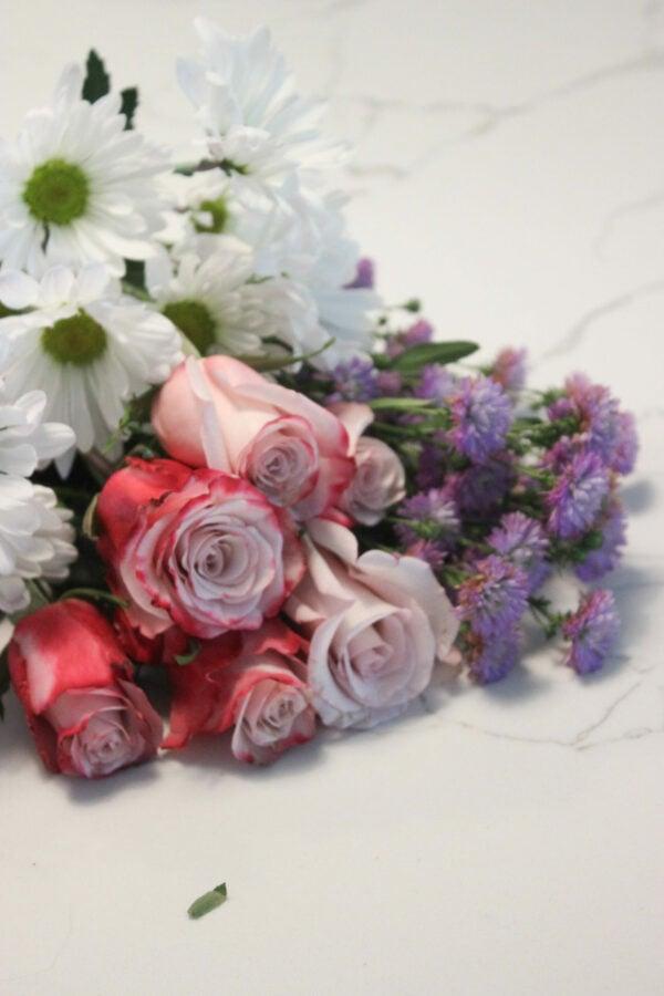 Flowers supplies for mixed flower arrangement