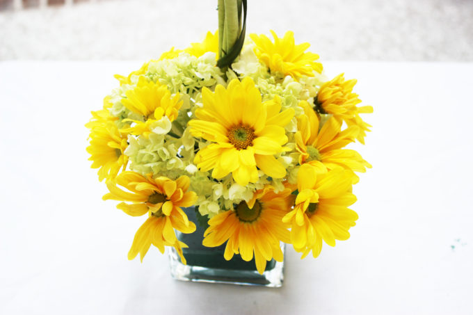 DIY FLORAL ARRANGEMENT: Bold Summer Colors