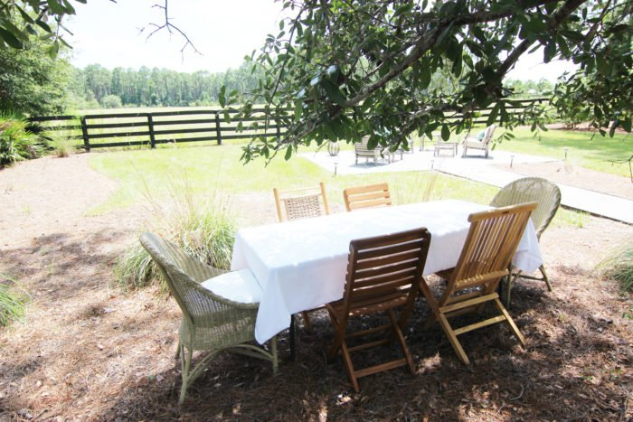 DINING ALFRESCO UNDER THE OAK TREE