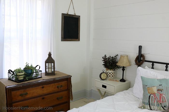 feature 56 Farmhouse-Decor.Bedroom.1