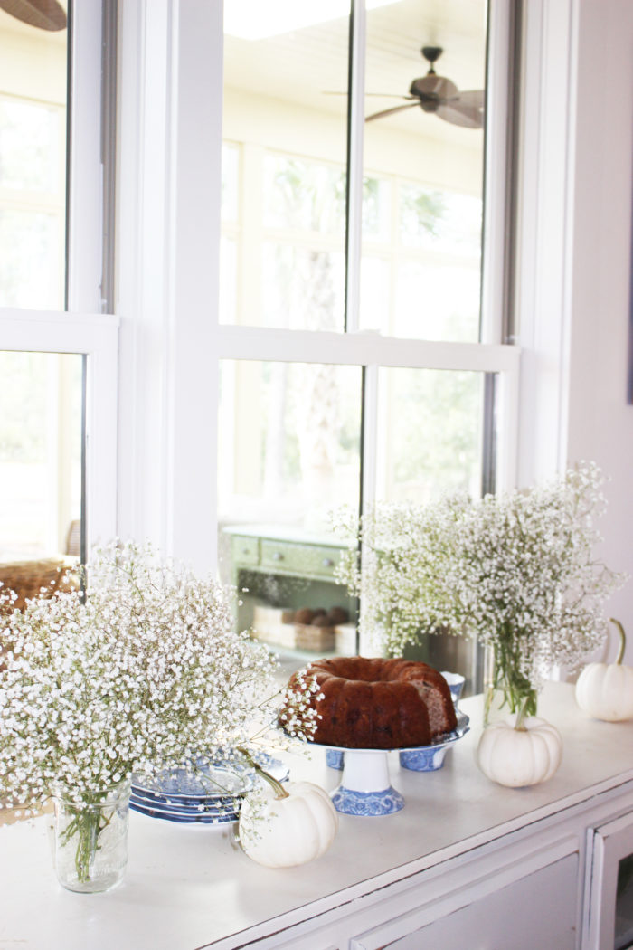 white pumpkins: 6 Stylish Ways To Decorate Your Home With Pumpkins For The Fall