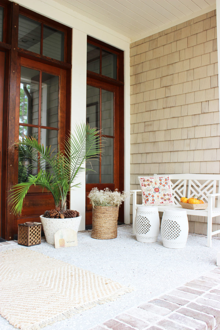 7 simple ideas for a bright and cozy front porch.
