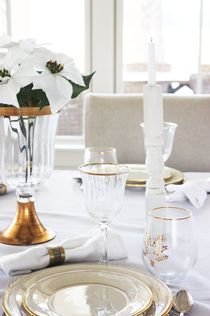 WINTERY WHITE AND GOLD THANKSGIVING TABLESCAPE