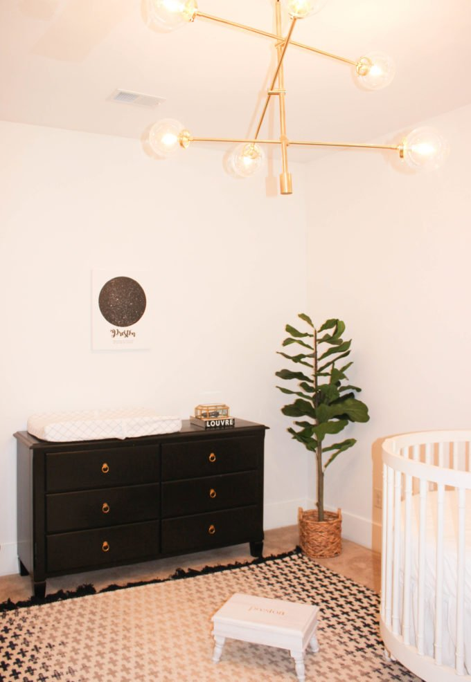 Black and White Decor Ideas for a Chic Nursery