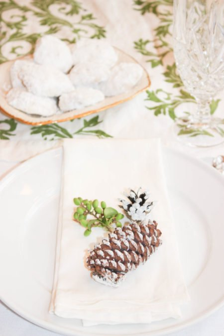 Create a Simple and Naturally Festive Holiday Table Setting