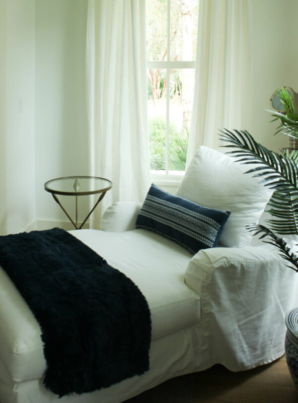 navy throw for fall: Refresh Your Living Room For The Fall Using Non-Traditional Colors