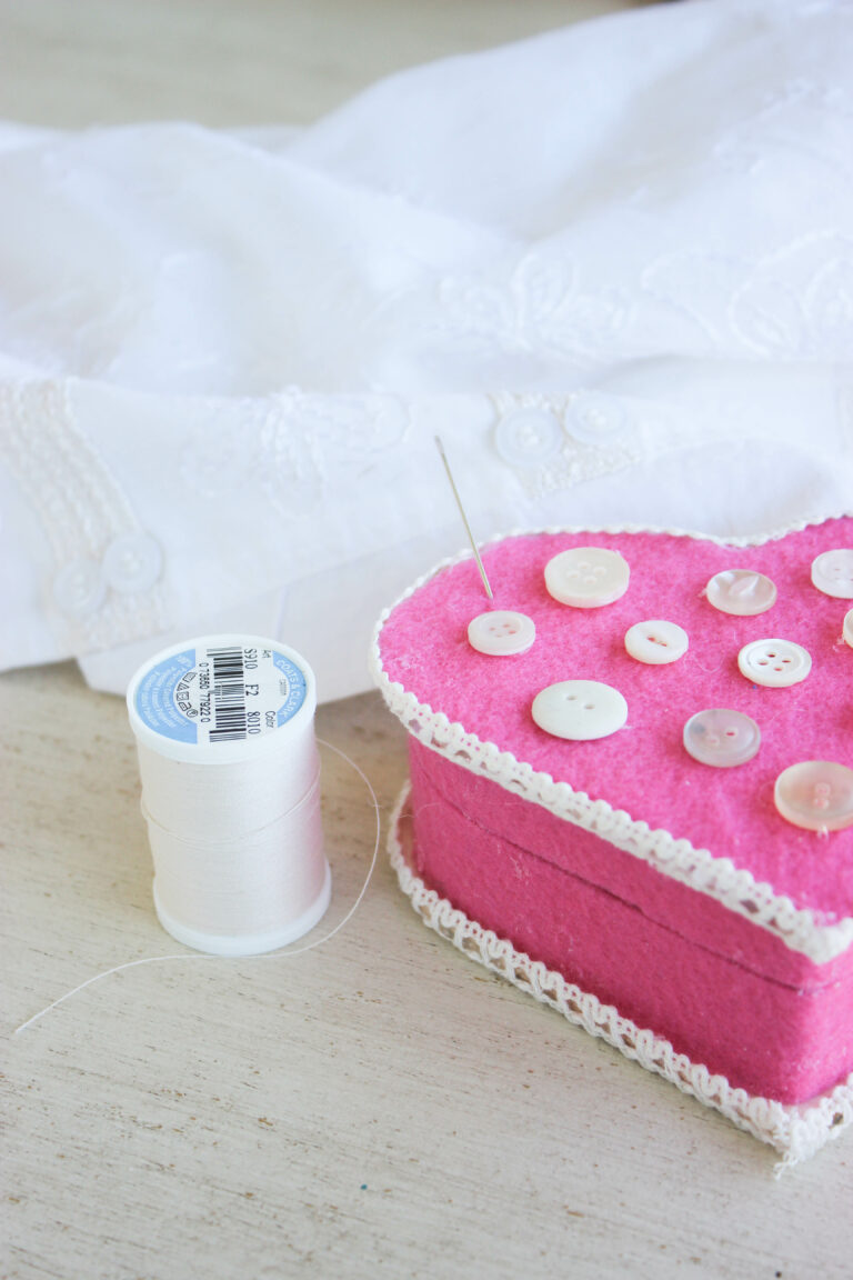 Learn To Make A Heart-shape Sewing Kit In 5 Easy Steps