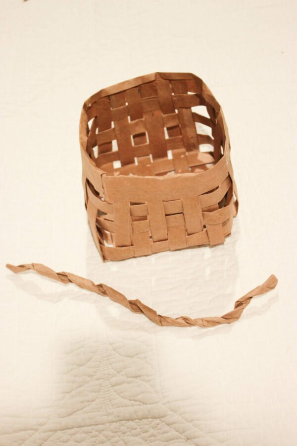 make the handle for How To Make A Easter Basket From A Grocery Bag
