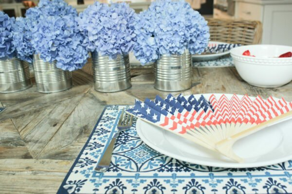 simple table:How To Create a Festive Red White and Blue Tablescape