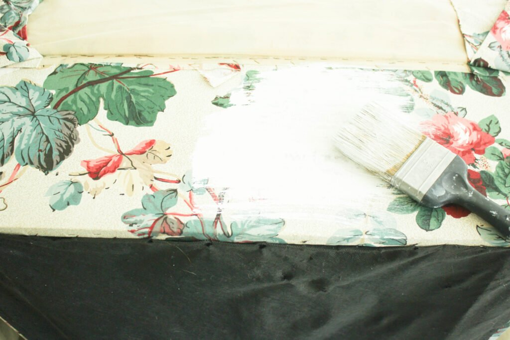 Painting upholstered ottoman:4 Insanely Awesome Steps to To Painting A Upholstered Ottoman