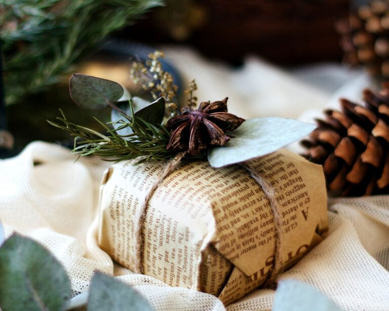 17 Holiday Recycled Gift Wrapping Ideas