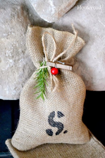 Burlap gift wrapping ideas:17 Holiday Recycled Gift Wrapping Ideas