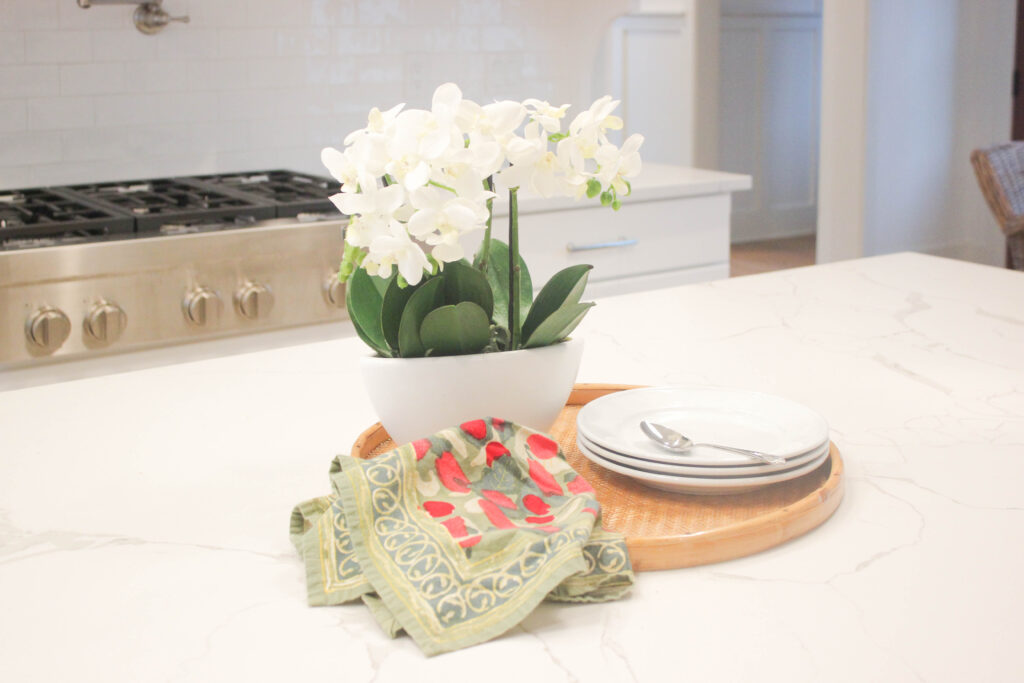 Kitchen counter:Simple Ways To Decorate With Faux Flower Centerpieces