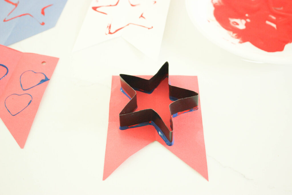 stencil the tail with star spangled banner for kids