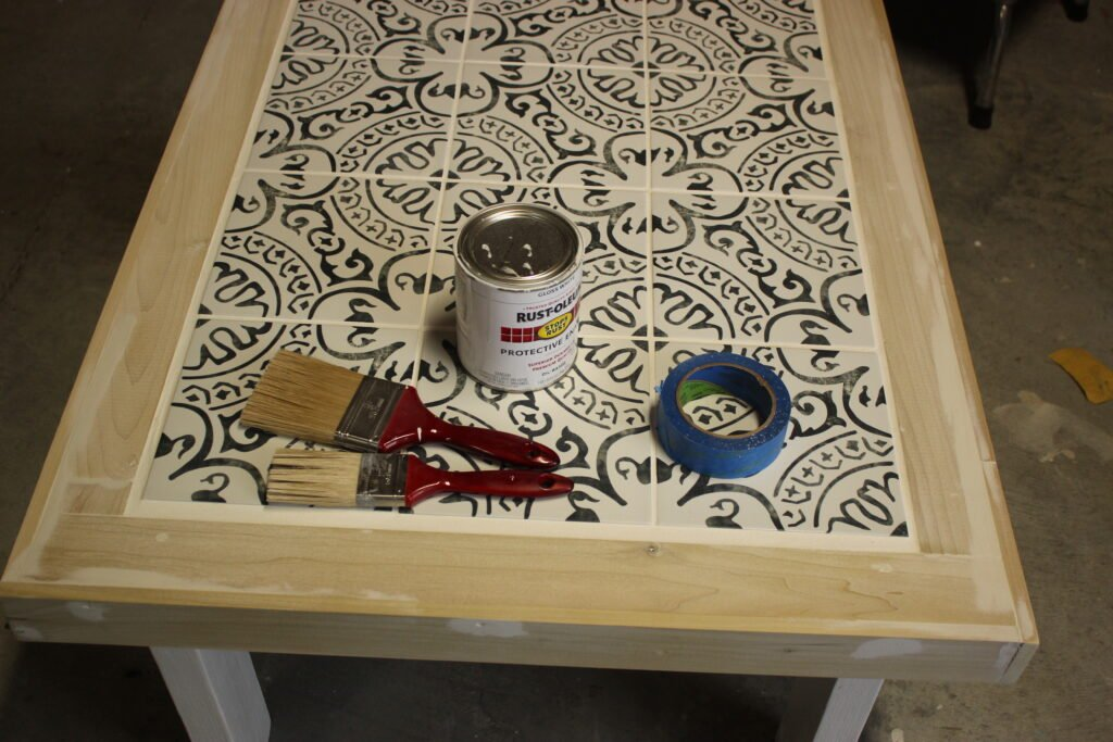 Painting the Table:outdoor tile coffee table